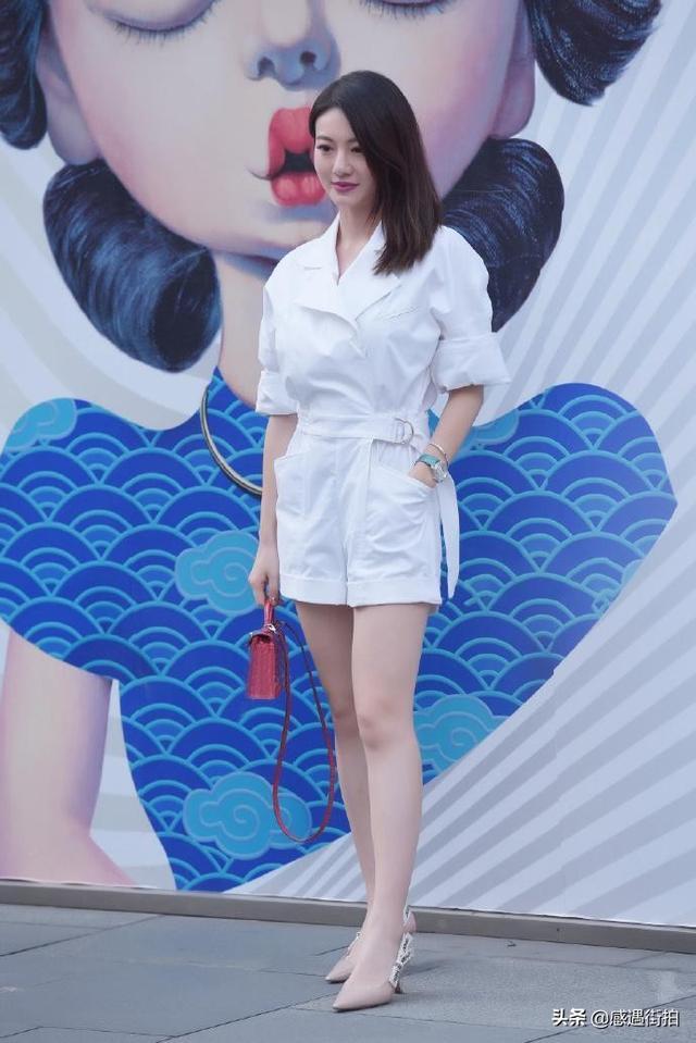 街拍:純白連衣褲,清麗又減齡,愛了嗎 正妹集中營 第4张